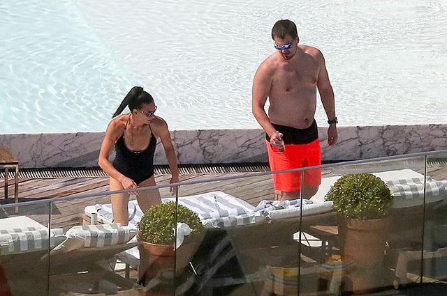 Елена Исинбаева прилетела в Рио: папарацци подловили спортсменку с мужем возле бассейна