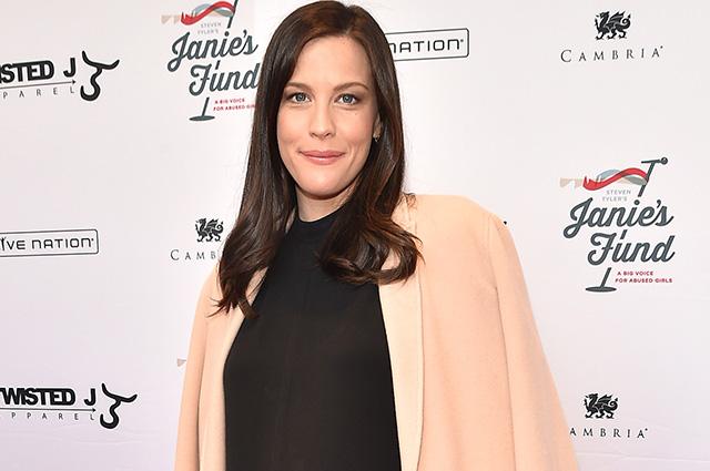 Лив Тайлер рассказала, что ей помогло смириться с несовершенством фигуры после родов