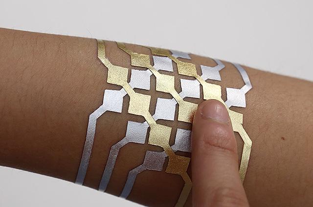 Временные смарт-татуировки из сусального золота: знакомимся с новой разработкой ученых