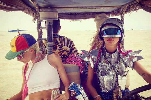 Кара Делевинь, Кэти Перри, Пэрис Хилтон и другие на фестивале Burning Man
