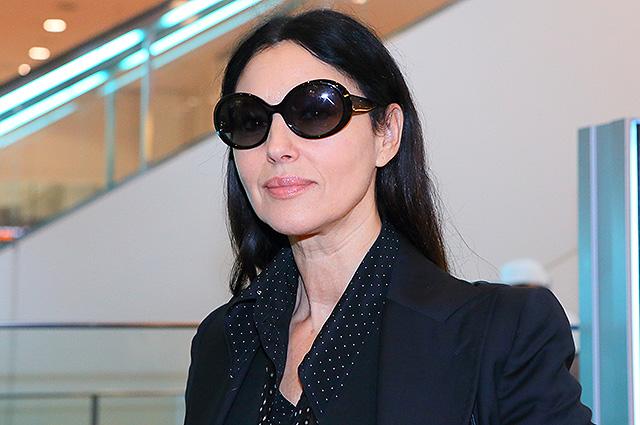 Моника Беллуччи в аэропорту Токио: строгая, но не скучная элегантность