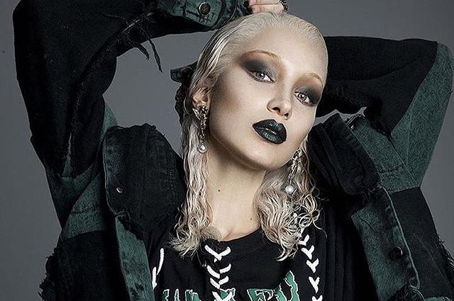 Роковая блондинка: Белла Хадид в провокационной фотосессии журнала Paper