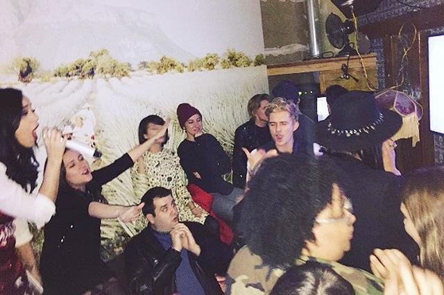 Веселый уикенд: Кэти Перри и Орландо Блум были замечены на караоке-вечеринке