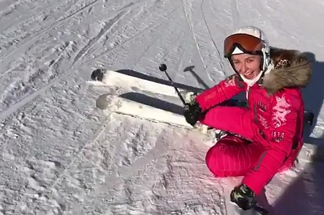 Татьяна Навка - на лыжах, Яна Рудковская - на коньках: снежные каникулы звезд