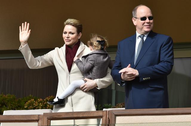 Княгиня Шарлен и князь Альбер II с дочерью провели субботний день на благотворительном матче