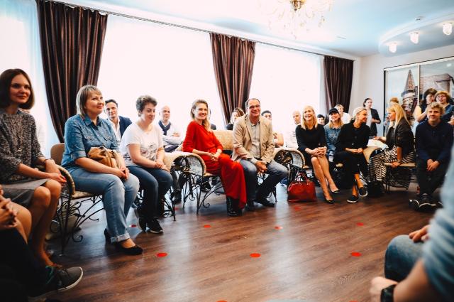 Наталья Водянова встретилась с родителями и детьми, страдающими аутизмом, в Нижнем Новгороде