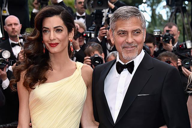 Амаль и Джордж Клуни впервые были замечены вместе с сыном Александром и дочерью Эллой
