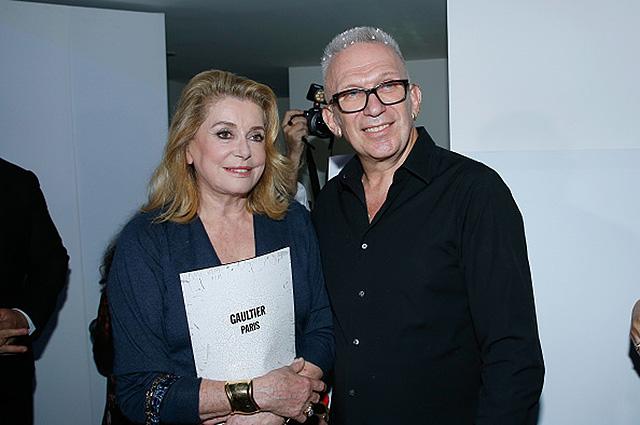 Неделя высокой моды в Париже: Катрин Денев и Карла Бруни на показе Jean Paul Gaultier Couture осень-зима 2017-18