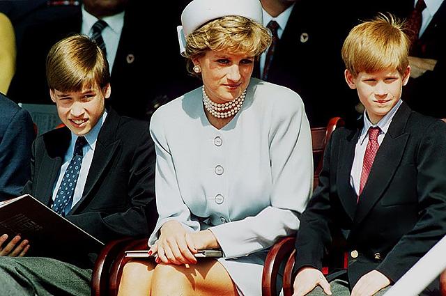 Принцы Уильям и Гарри покажут неизвестные фото из личного альбома принцессы Дианы в преддверии двадцатой годовщины ее гибели