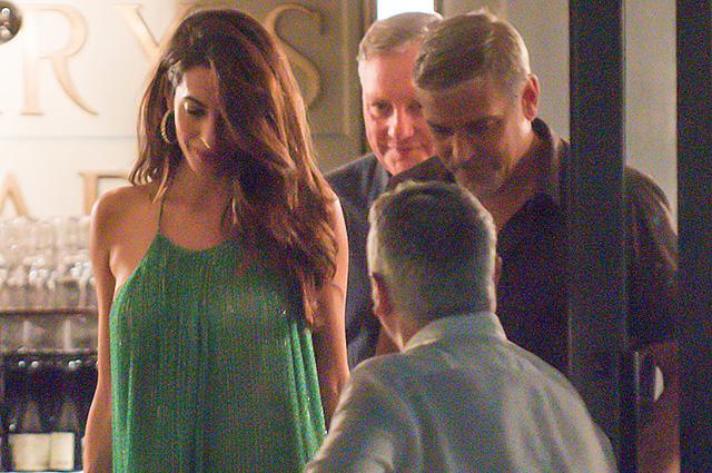 Амаль и Джордж Клуни сходили на романтический ужин в Италии