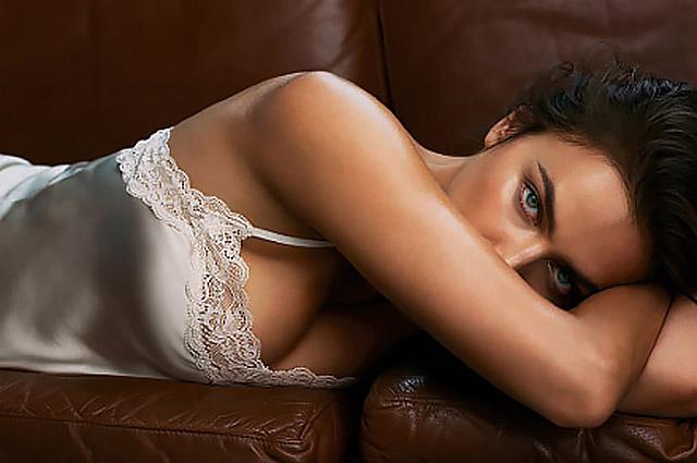 Ирина Шейк в нижнем белье появилась на новых снимках рекламной кампании