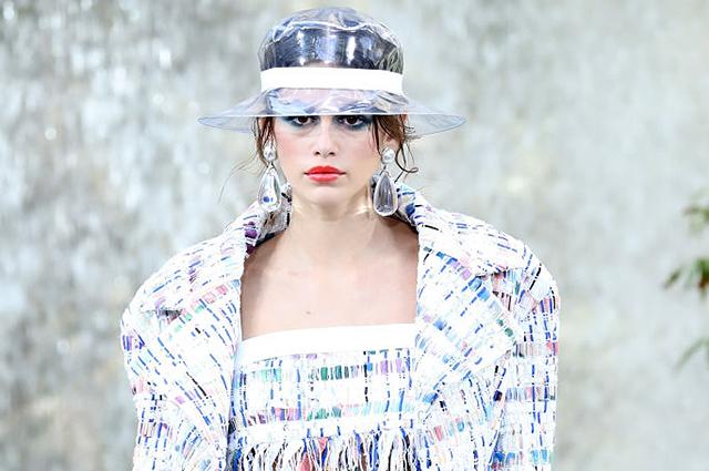 Неделя моды в Париже: Кайя Гербер, Синди Кроуфорд, Моника Беллуччи, Яна Рудковская и другие на показе Chanel весна-лето 2018