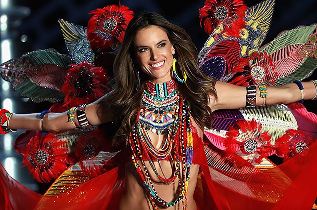 Алессандра Амбросио покидает Victoria's Secret после 17 лет сотрудничества