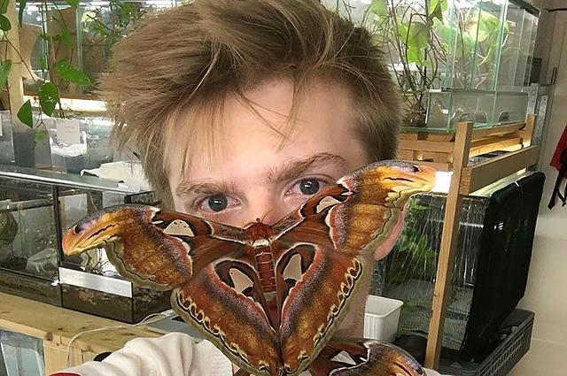 Сотрудничество с Gucci, 600 экзотических насекомых дома: что еще мы знаем о 20-летнем Адриане Козакевиче из Германии
