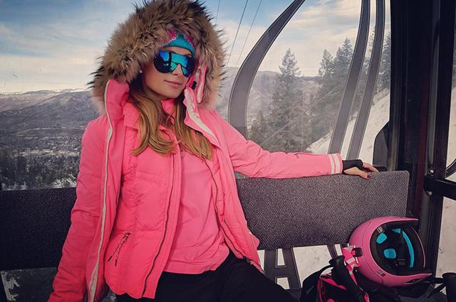 Пэрис Хилтон катается на лыжах в образе Барби