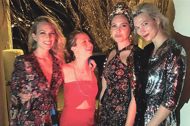 Даша Жукова отпраздновала Новый год с друзьями на берегах Амазонки