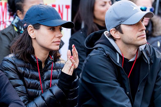 "Эштон Катчер поддержал Милу Кунис на ""Женском марше"" в Лос-Анджелесе"