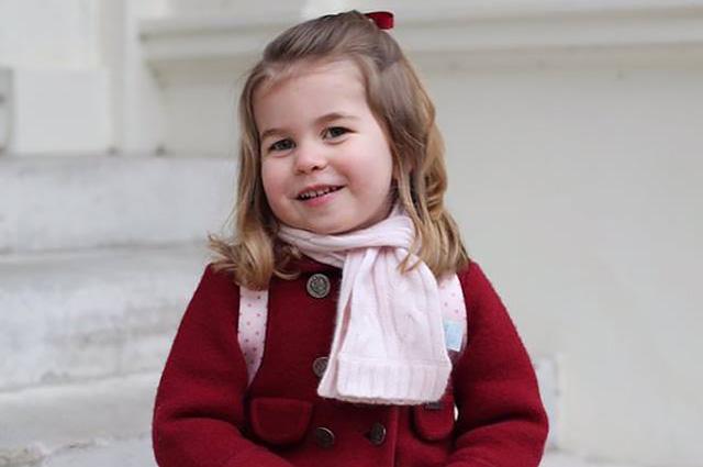 Обнародованы новые портреты принцессы Шарлотты, сделанные ее мамой Кейт Миддлтон