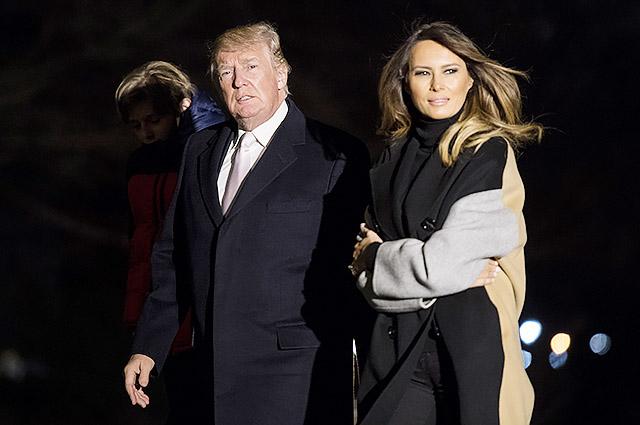 Поездка Дональда и Мелании Трамп во Флориду на выходные обернулась скандалом в соцсетях
