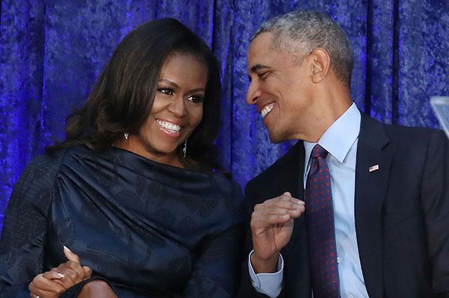 Пользователи интернета высмеяли официальные портреты Барака и Мишель Обамы: первые мемы