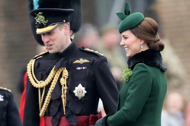 Кейт Миддлтон и принц Уильям на параде в честь Дня святого Патрика: фото пары и детали образа герцогини
