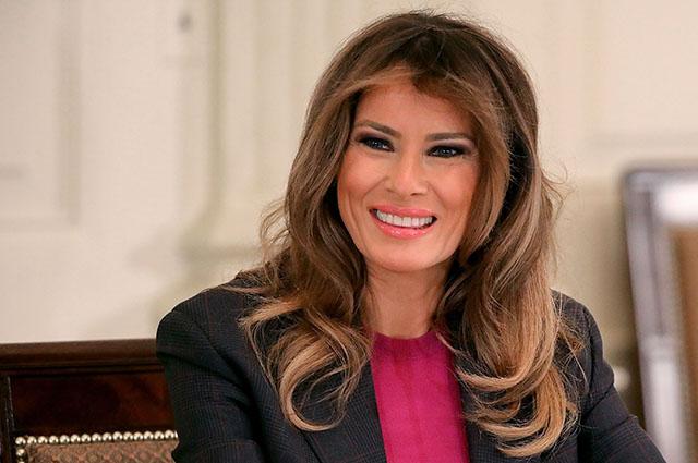 На фоне слухов о невыносимой жизни в Белом доме Мелания Трамп показала счастливую фотографию с мужем