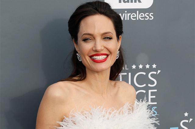 СМИ: Анджелина Джоли закрутила роман c агентом по недвижимости
