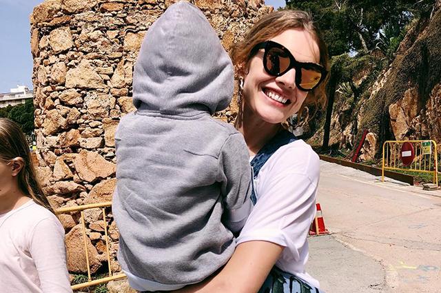 Перед тяжелой рабочей неделей Наталья Водянова весело проводит время в кругу семьи: фото
