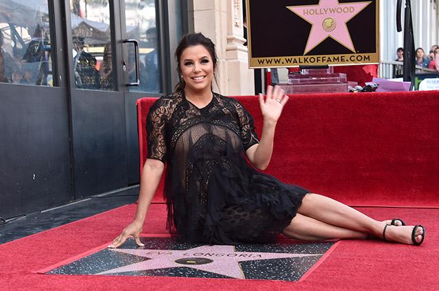 Виктория Бекхэм, Риз Уизерспун, Рики Мартин поздравили Еву Лонгорию с получением звезды на Аллее славы в Голливуде
