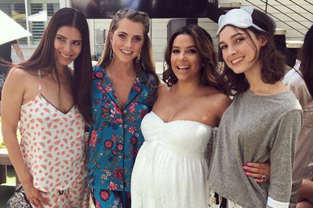 Ева Лонгория устроила пижамную вечеринку в честь будущего ребенка
