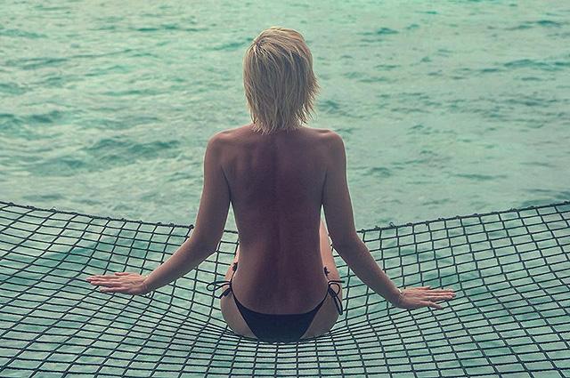 """Лето на """"Сплетнике"""": Полина Гагарина сфотографировалась топлес на Мальдивских островах"""