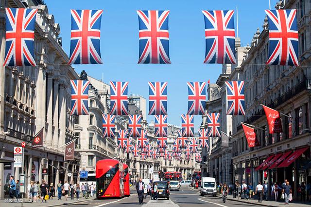 Личный опыт: как я наблюдала за подготовкой британцев к свадьбе Меган Маркл и принца Гарри