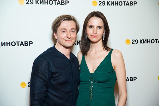 Сергей Безруков и беременная Анна Матисон впервые вышли в свет после новости о грядущем рождении второго ребенка