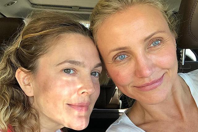 43-летняя Дрю Бэрримор и 45-летняя Кэмерон Диас показали селфи без макияжа и фильтров