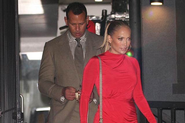 Дженнифер Лопес в эффектном мини-платье сходила на свидание с Алексом Родригесом: фото и подробности