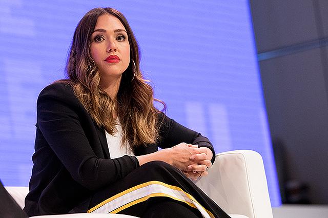 Джессика Альба обличила педофилов в Голливуде и рассказала о пережитых домогательствах