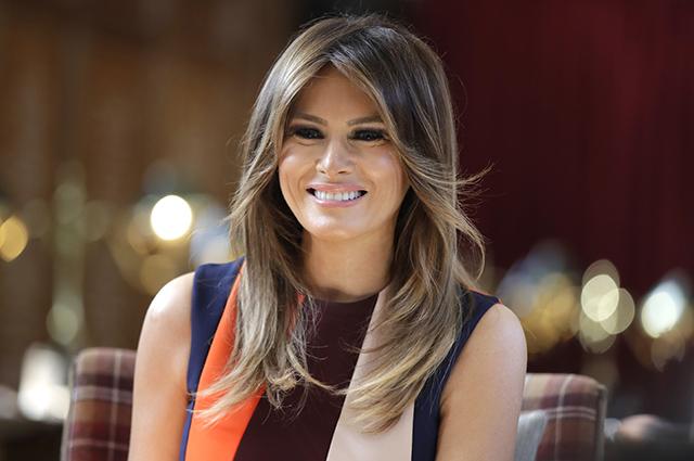 Платье от Виктории Бекхэм и ослепительная улыбка: новый образ Мелании Трамп в Лондоне