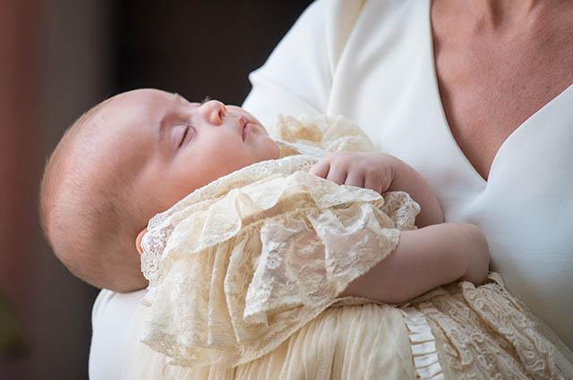 Второе появление младшего сына принца Уильяма и Кейт Миддлтон на публике: подробности крещения принца Луи