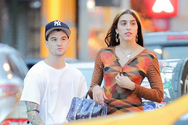 Дочь Мадонны Лурдес Леон была замечена в Нью-Йорке на прогулке со своим бойфрендом