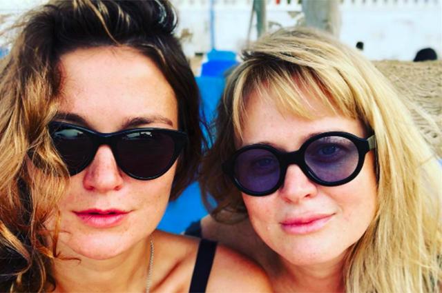 Как прошел отпуск сестер Михалковых в Испании: фото