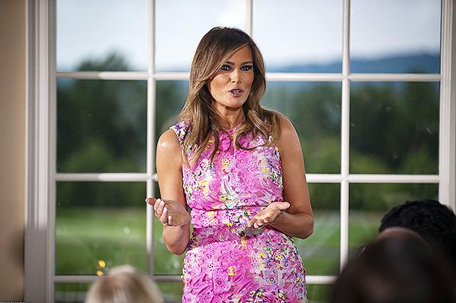 Мелания Трамп в ярком розовом платье затмила всех на деловом ужине в Нью-Джерси