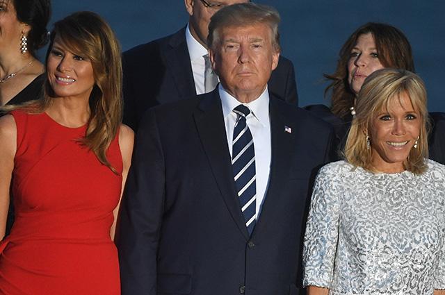 Дональд и Мелания Трамп, Брижит и Эммануэль Макрон на вечерней фотосессии в Биаррице