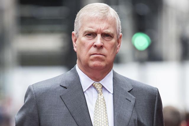 Букингемский дворец прокомментировал причастность принца Эндрю к секс-скандалу вокруг Джеффри Эпштейна
