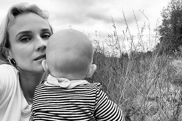 Диана Крюгер поделилась редким видео своей годовалой дочери