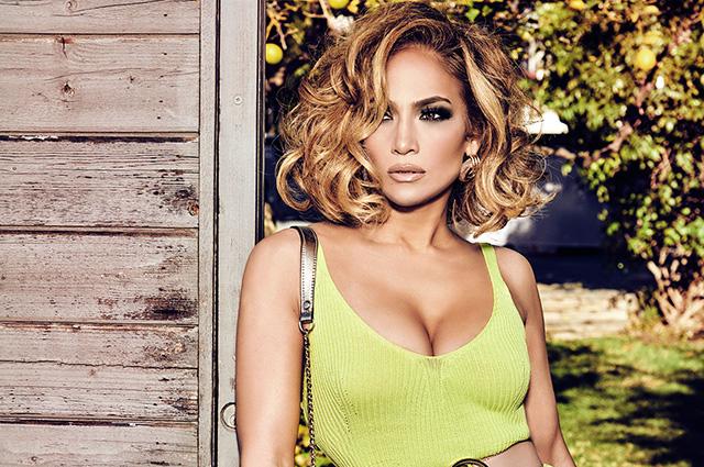 Дженнифер Лопес примерила образ Софи Лорен в новой рекламной кампании Guess