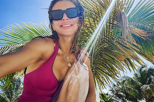 Светлана Лобода поделилась новыми фото из отпуска и показала младшую дочь Тильду