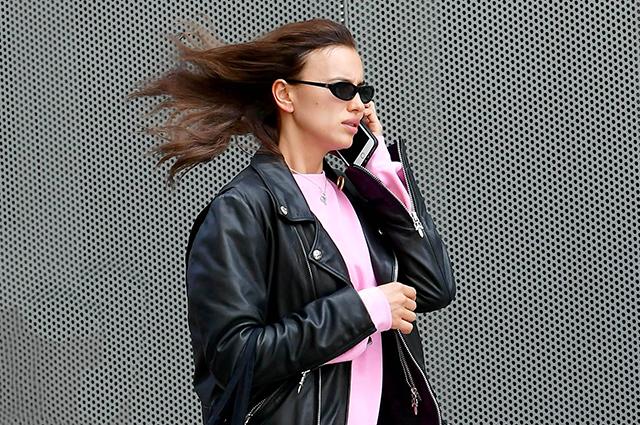 Бегу и волосы назад: Ирина Шейк на прогулке в Нью-Йорке