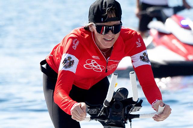 Князь Монако Альбер II с детьми поддержал свою жену княгиню Шарлен на соревнованиях Water Bike Challenge