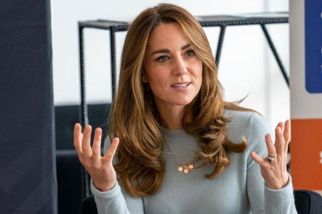 Кейт Миддлтон посетила Университет Дерби: разбираем образ герцогини