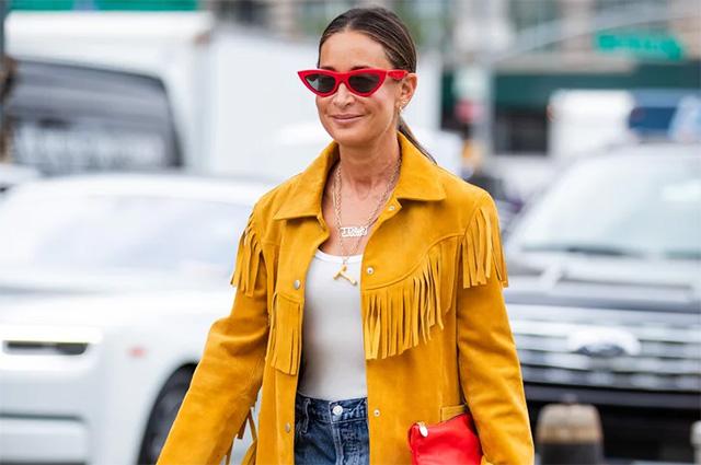 Ковбои и не только: 3 классных идеи, как этой осенью носить бахрому — самую модную деталь сезона